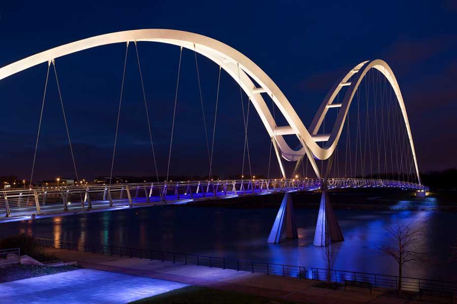 Projects (image shows  lighting display on Northshore Bridge)